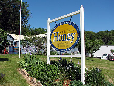 Gentle Breeze Honey in Mount Horeb, WI